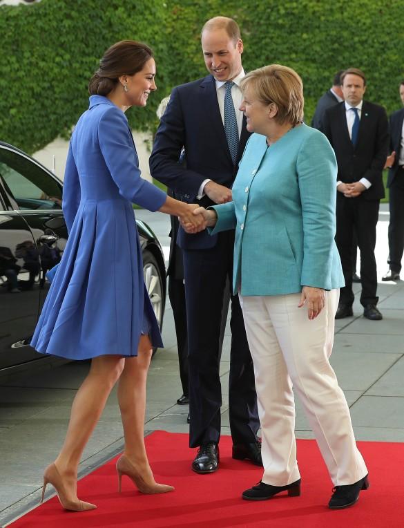 Реакция Меркель на встречу с Кейт Миддлтон всколыхнула всю Сеть. Надо же…