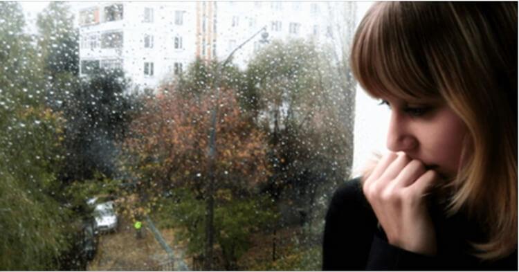 В дождливую ночь в ее дверь постучали. События, которые произошли дальше, понять сложно! Эту историю стоит прочитать каждому.
