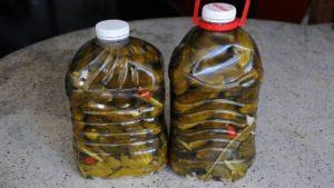 Огурцы в бутылке, как бочковые