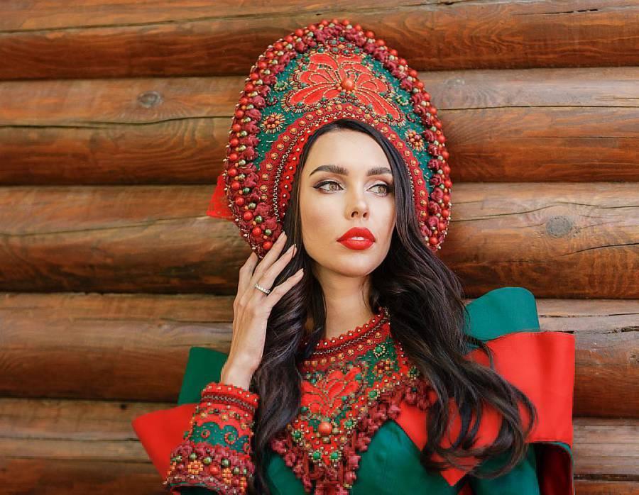 """Жена олигарха из Самары признана самой красивой женщиной в России, но нацелена на """"Миссис мира"""" (5 фото)"""