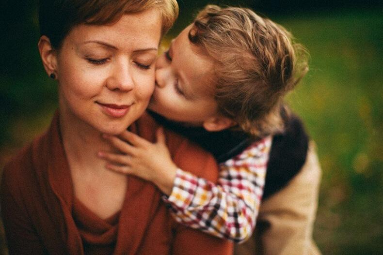 Сын выставил матери счет за помощь. От ее ответа наворачиваются слезы