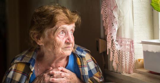 Женщина переписала дом на бывшую невестку и отказалась принять обратно когда-то бросившего ее сына