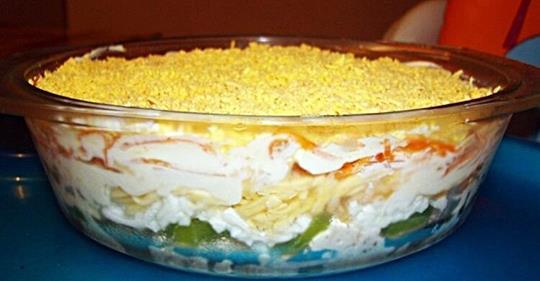Девочки на работе угостили этим салатом, очень мне понравился – очень оригинальный.