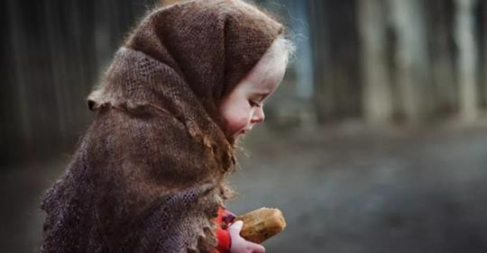 Удивительная история: Мы увидели грязного и голодного ребёнка, который хотел украсть у нас еду
