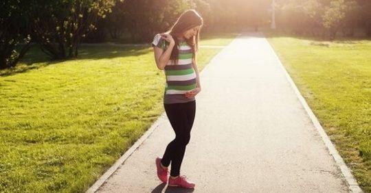К гинекологу пришлось идти с мамой, и нас сразу огорошили новостью – я беременна